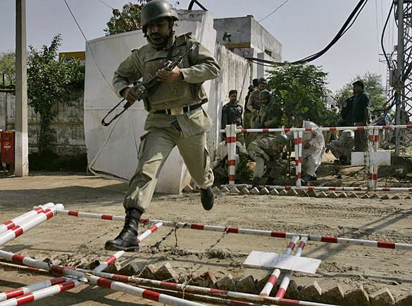 pakistan_police_02_512533a