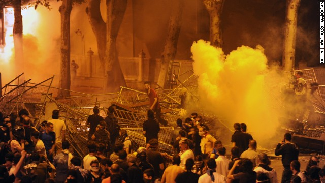 6801c_130602080745-02-istanbul-protests-0602-horizontal-gallery