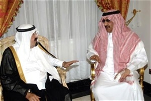 King Abdullah, left, meets Prince Mohammed bin Nayef after the attack on him in Jeddah.
