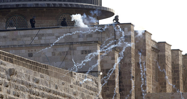 epa04928260 Smoke from fireworks fired towards Israeli border police spreads at al-Aqsa mosque complex, during clashes with Palestinians, in Jerusalem's Old City, Israel, early 13 September 2015. Media reported that police entered al-Aqsa mosque as Palestinians threw stones and fireworks at them while Jewish people prayed at the Western Wall for the Jewish holiday of Rosh Hashanah, Jewish New Year, which this year falls 13 September at sunset.  EPA/ABIR SULTAN